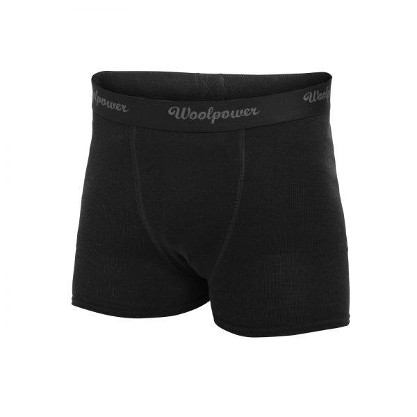 Framsida svart boxerkalsong i Woolpowers svalare material LITE. Namn på produkt Boxer M's LITE