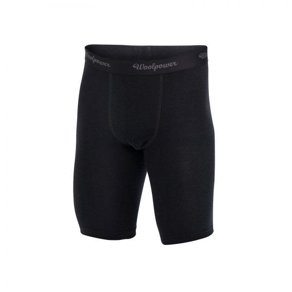 Framsida svart boxerkalsong med extra långa ben i Woolpowers svalare material LITE. Namn på produkt Boxer Xlong M's LITE