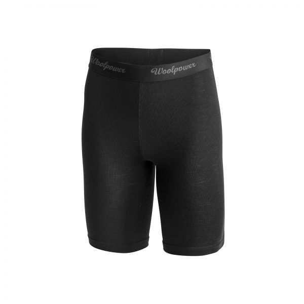 Framsida svart boxertrosa med extra långa ben i Woolpowers svalare material LITE. Namn på produkt Briefs Xlong W's LITE