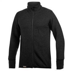 Framsida av mörkgrå mellanlager tröja med hög krage och långt blixtlås. Mörkgrå socka med knähögt skaft. Plagget är en del i vår multinormcertifierade Protectionserie. Namn på produkten Full Zip Jacket Protection 400