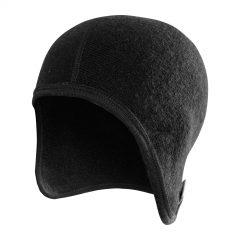 Framsida av svart hjälmmössa. Namn på produkt Helmet Cap 400